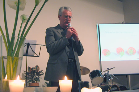 Host of the X-change seminar Peter Roennfeldt