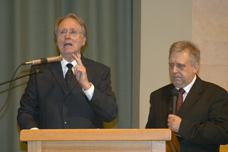 General Conference president J.Paulsen is preaching in Riga I church. (From left: Dr Jan Paulsen and Dr Viesturs Rekis)
