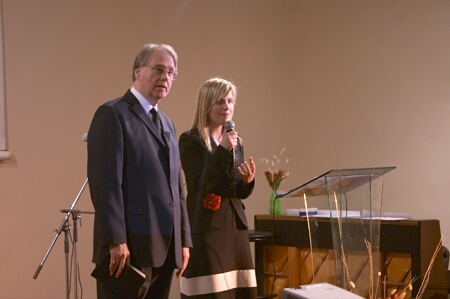"General Conference president is preaching in ""Korinta"" church Dr Jan Paulsen and his translator Aira Āriņa"