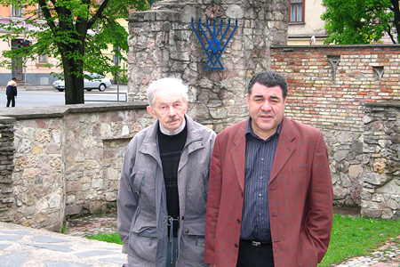 Adventist pastor Isaac Kleimanis and Israel Field president Richard Elofer at the ruins of a burned synagogue during WW II in Riga. 2006.05.19