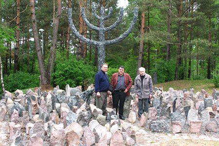 BAUC president Valdis Zilgalvis, Israel Field president Richard Elofer and pastor Isaac Kleimanis visits Rumbula memorial, where during WW II Nazis shot dead 25.000 Jews. 2006.05.19